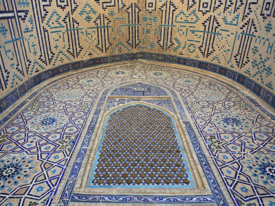 Decoration of portal entrance to Mausoleum of Khoja Ahmad Yasawi - note Kufic script in arch (Image in public domain)